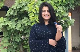 19 - شاهد التغير الكبير في شكل الناشطة السعودية لجين الهذلول قبل وبعد السجن