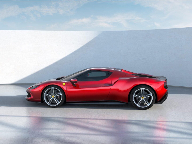 296 جي تي بي 2022 - تعرف علي مزايا سيارات فيراري 296 جي تي بي 2022 وهذا هو سعرها في قطر