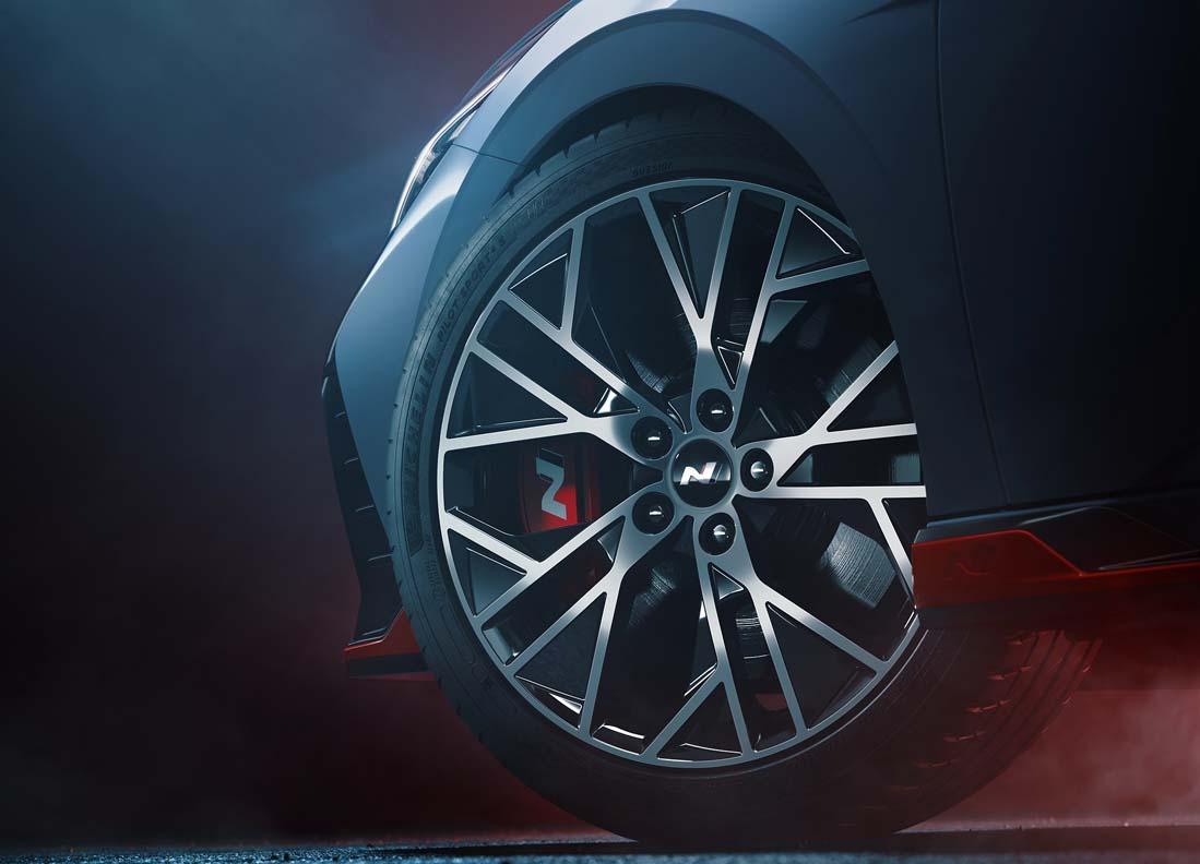 Hyundai Elantra N teaser image 12 - بالصور |نظرة تفصيلية علي هيونداي إلنترا أن 2022