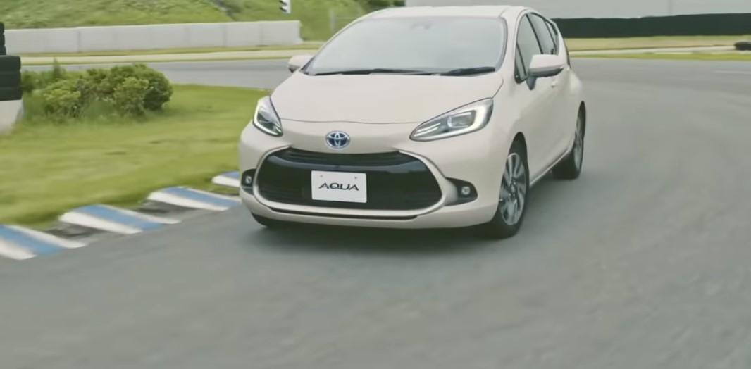 تويوتا أكوا الجديدة 2022 Aqua الاقتصادية في استهلاك الوقود - تويوتا أكوا موديل 2022..سيارة هجينة بتصميم أكثر جاذبية
