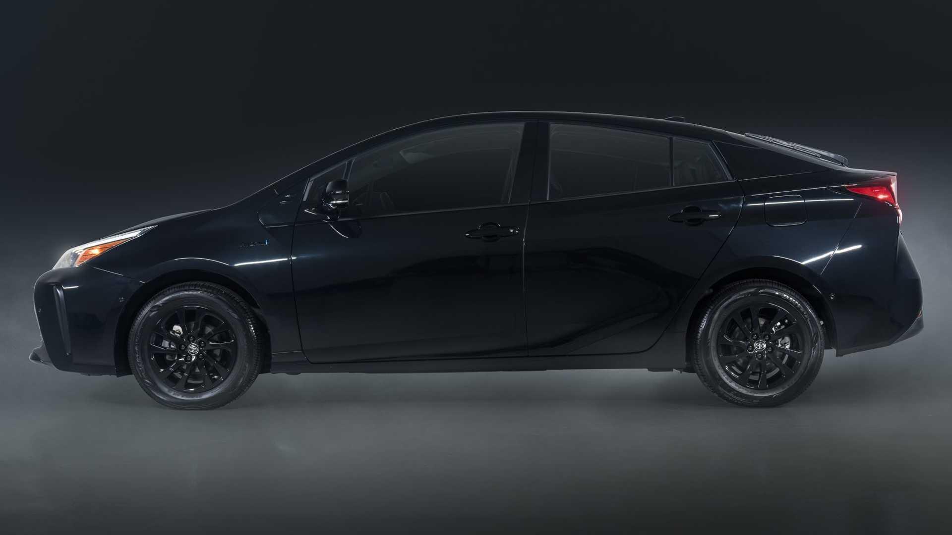 2022 toyota prius nightshade special edition side - أسعار ومواصفات سيارات تويوتا بريوس 2022 في الأمارات